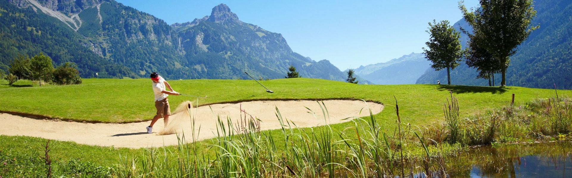 Golfplatz Bludenz Braz mit Roggelskopf (c) Joachim Stretz / Alpenregion Bludenz Tourismus GmbH