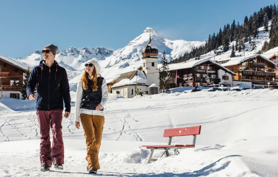 Winterwandern auf dem Winterwanderweg in Lech Zürs am Arlberg (c) Christoph Schöch / Lech Zürs Tourismus