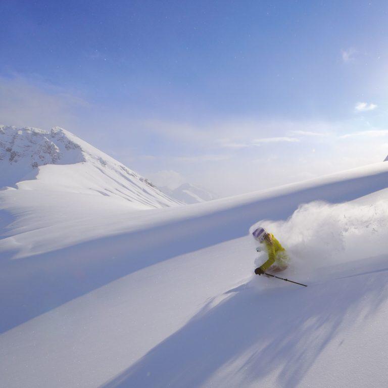 Skifahren im Skigebiet Arlberg, Winterurlaub in Vorarlberg © Sepp Mallaun / Lech Zürs Tourismus