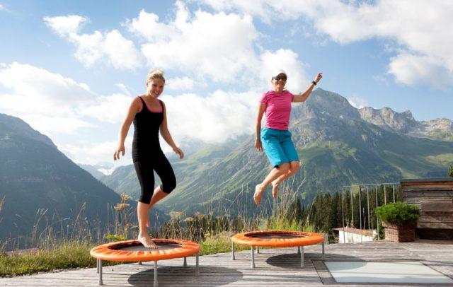Wellnesshotel Goldener Berg, Lech am Arlberg, Bewegung mit Panoramasicht (c) Hotel Goldener Berg