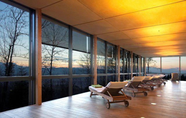 Wellnesshotels Vorarlberg, Entspannung mit Aussicht im Gesundheitszentrum Hotel Rickatschwende, Dornbirn Bödele (c) Hotel Rickatschwende