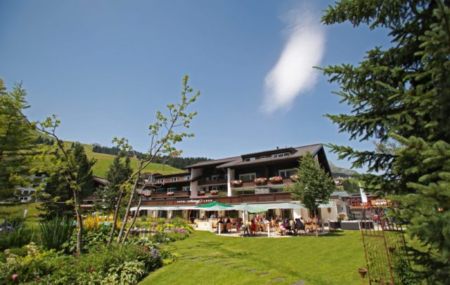Golfhotel Arlberg Lech, vorarlberg, Lech am Arlberg Blick auf Terrasse(c)Hotel Arlberg Lech