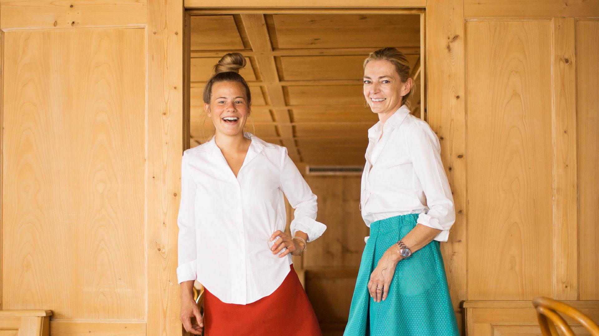 Sonntagsgasthaus Egg Großdorf, Irma Renner (re.) mit Köchin Milena Broger (c) Darko Todorovic / Vorarlberg Tourismus