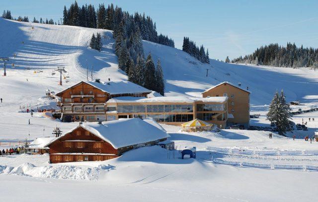 Top Family Familienhotel Almhotel Hochhäderich, Riefensberg, Bregenzerwald, Außenansicht Winter © Almhotel Hochhäderich