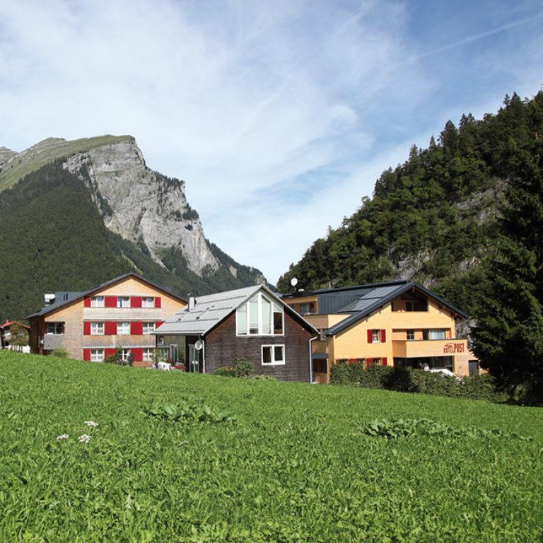 Top Family Familienhotel Alpen Hotel Post Au, Bregenzerwald, Außenansicht Sommer © Alpen Hotel Post