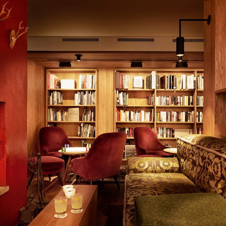 Bibliothek im Hotel Rote Wand-Zug-Lech am Arlberg (c) Adolf Bereuter