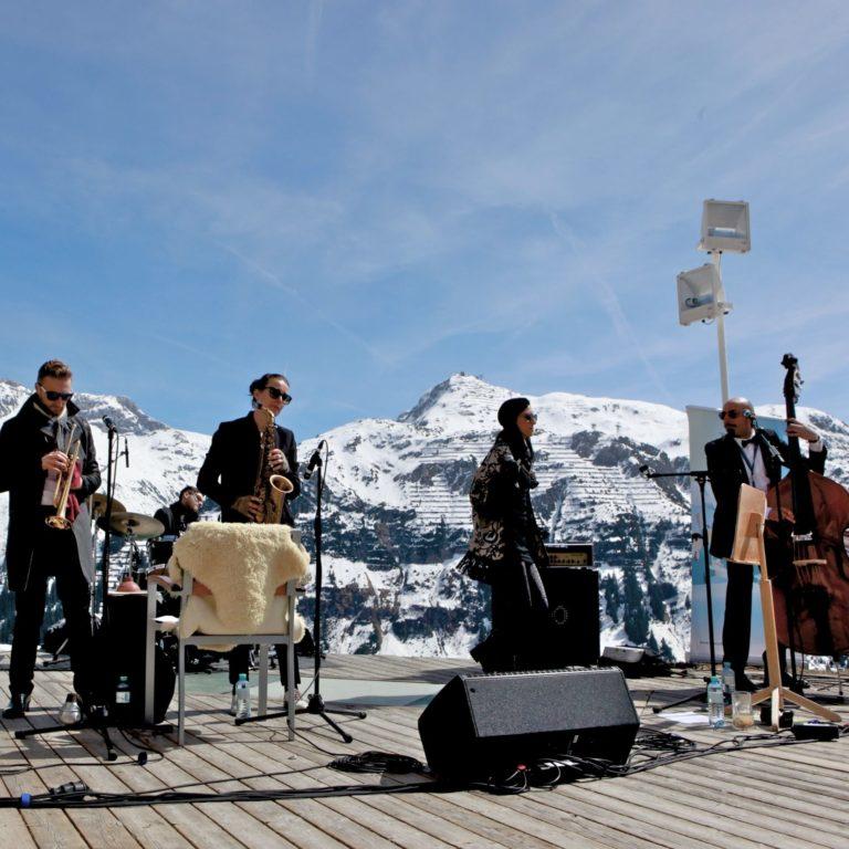 Tanzcafe Arlberg, Apres Ski Vorarlberg, Live Musik, Sonnenski (c) Lech Zürs Tourismus