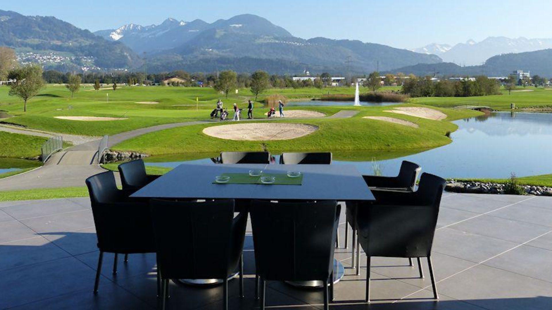 Golfclub Montfort Rankweil, Terrasse, Blick Golfplatz