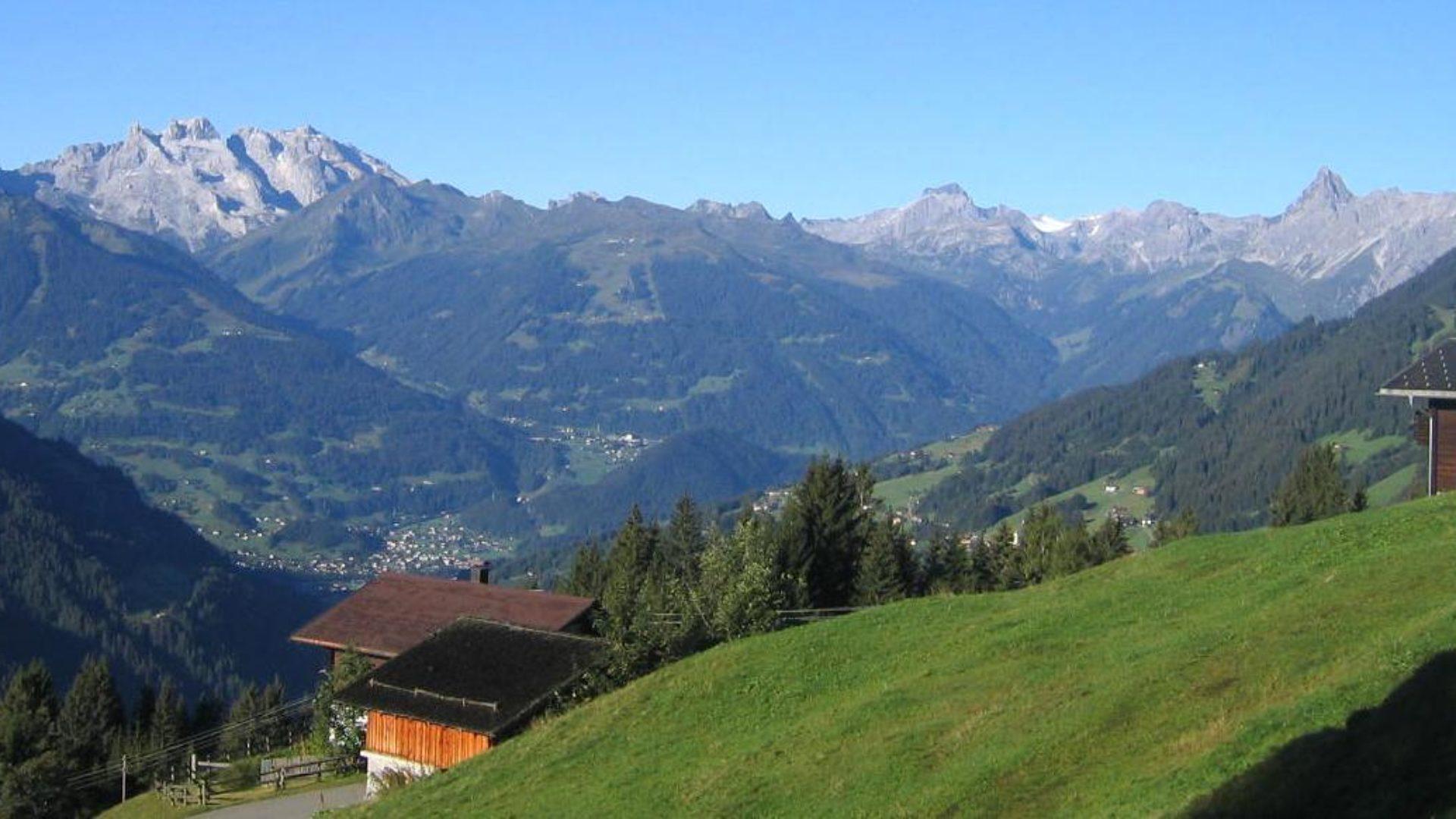 Blick vom Kristberg; rechts im Bild ein Teil von Bartholomäberg, in der Mitte großteils Tschagguns