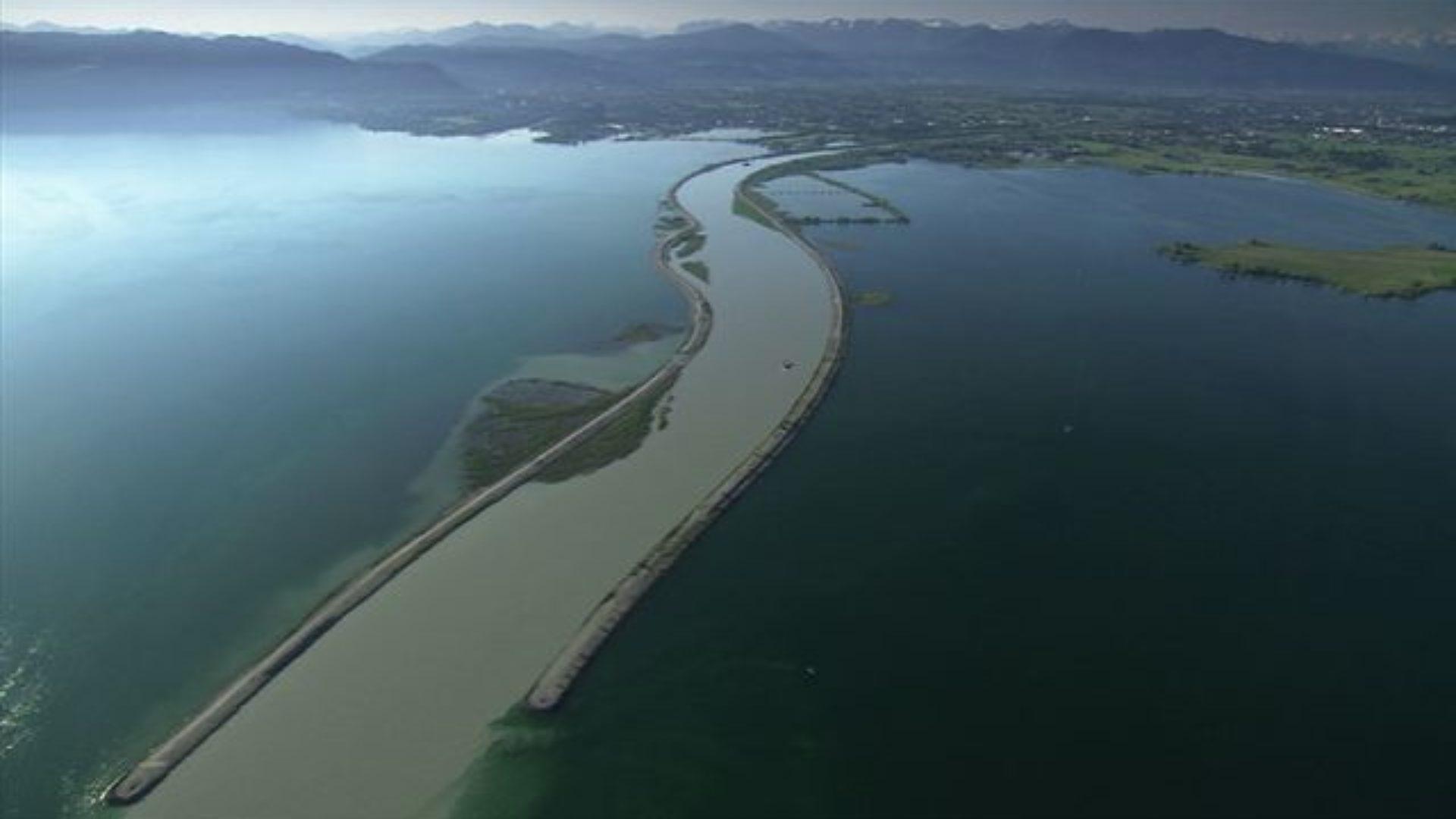 Der Alpenrhein mündet in den Bodensee