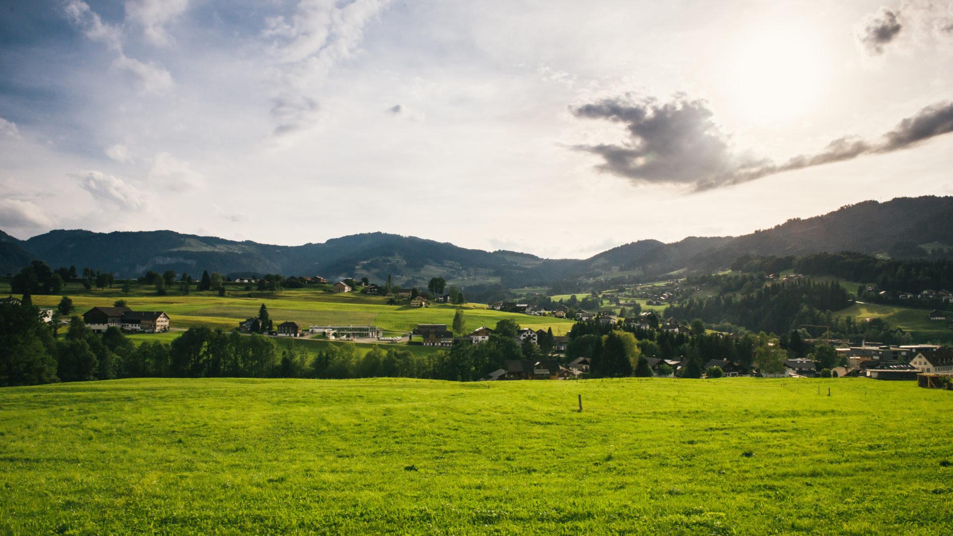 Blick von Egg nach Schwarzenberg (c) Benjamin Schlachter/Bregenzerwald Tourismus