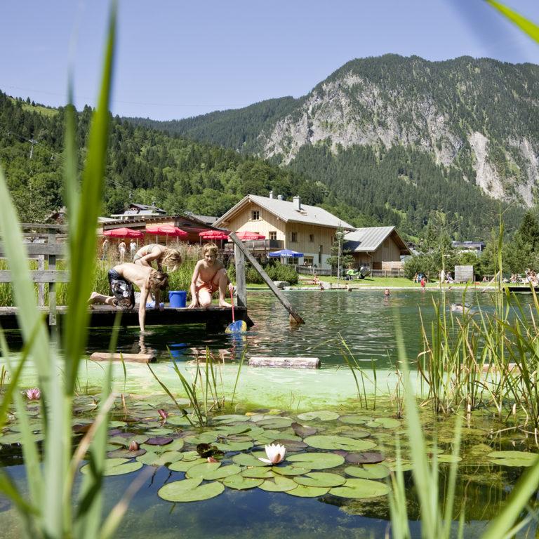 Naturbadesee Alvierbad in Brand © Dietmar Walser/Alpenregion Bludenz Tourismus GmbH