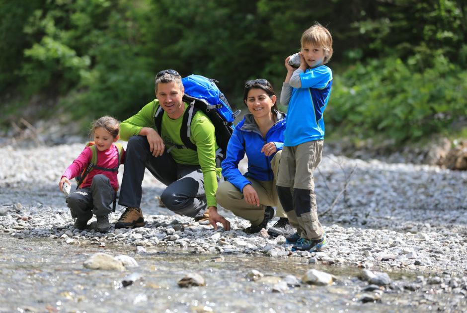 Wandern mit der Familie im Kleinwalsertal, Urlaubsangebote Sommer © Stephan Repke/Kleinwalsertal Tourismus eGen