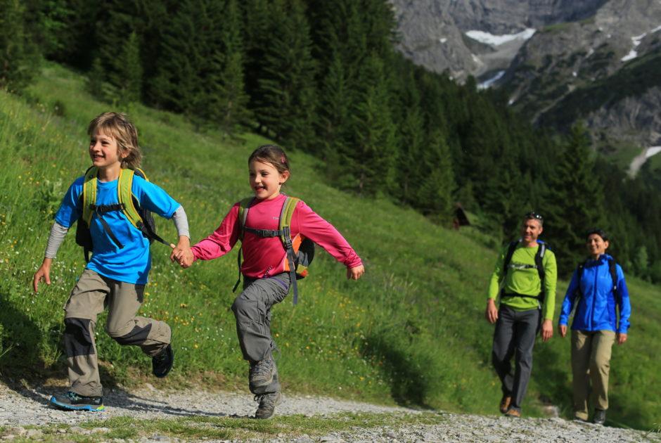 Wandern mit der Familie im Kleinwalsertal © Stephan Repke/Kleinwalsertal Tourismus eGen