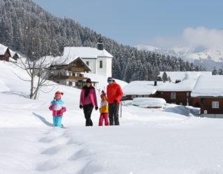Winterwandern mit der Familie im Kleinwalsertal, Winterwanderwege © Frank Drechsel/Kleinwalsertal Tourismus eGen