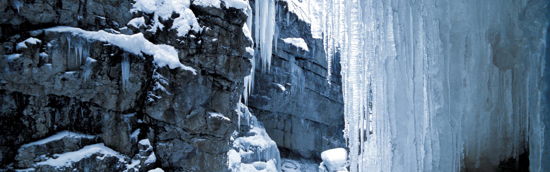 Breitachklamm Winter, Eis, Fackelwanderung (c) Kleinwalsertal Tourismus eGen