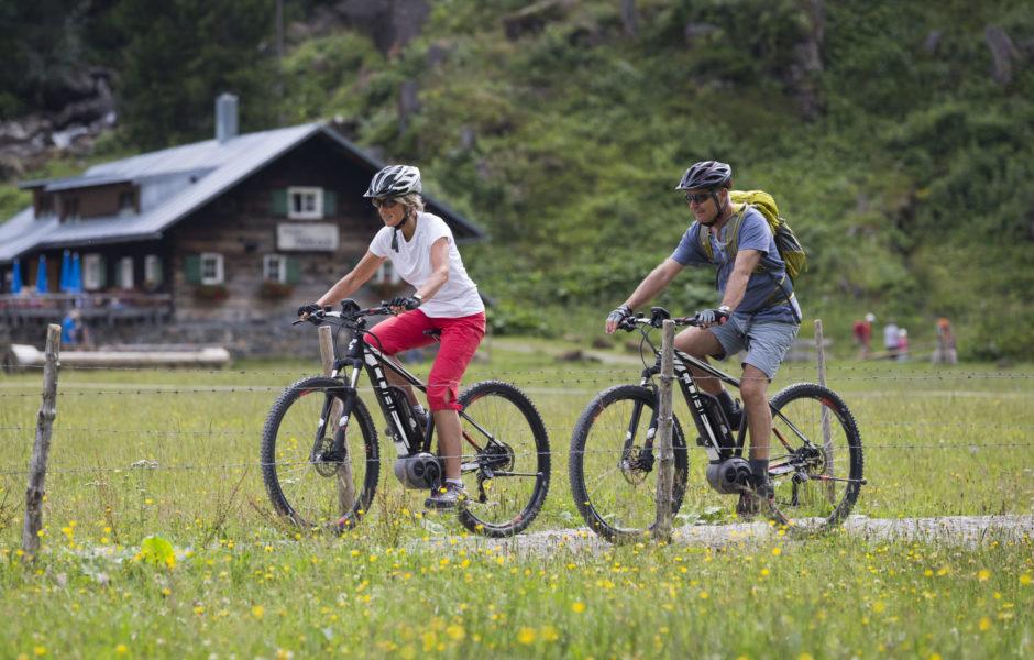 E-Bike im Kleinwalsertal, Naturgenuss Vorarlberg @ Oliver Farys / Kleinwalsertal Tourismus