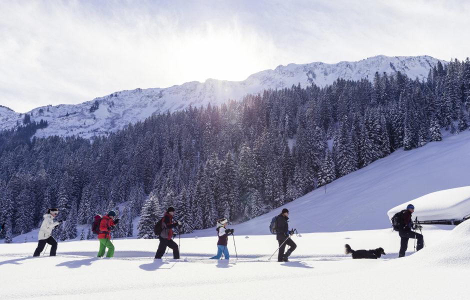Schneeschuhwandern im Kleinwalsertal ©Oliver Farys / Kleinwalsertal Tourismus