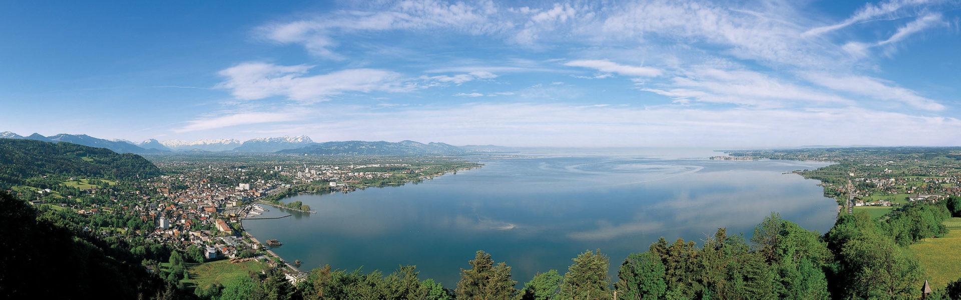 Panoramablick auf den Bodensee vom Pfänderrücken (c) Walter Vonbank