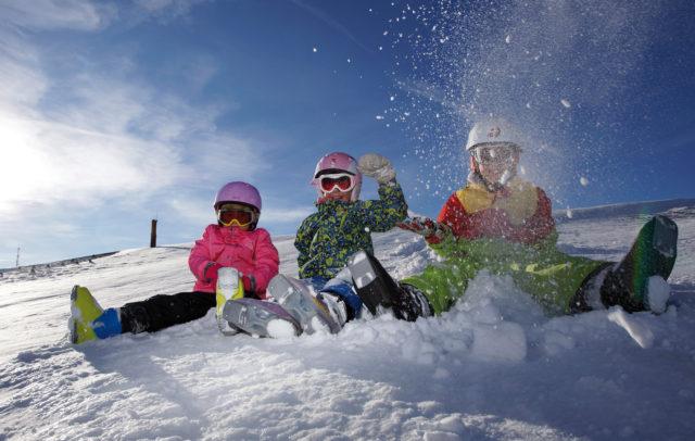 Kinder im Schnee, Skigebiet Niedere Andelsbuch, Bregenzerwald © Ludwig Berchtold / Vorarlberg Tourismus