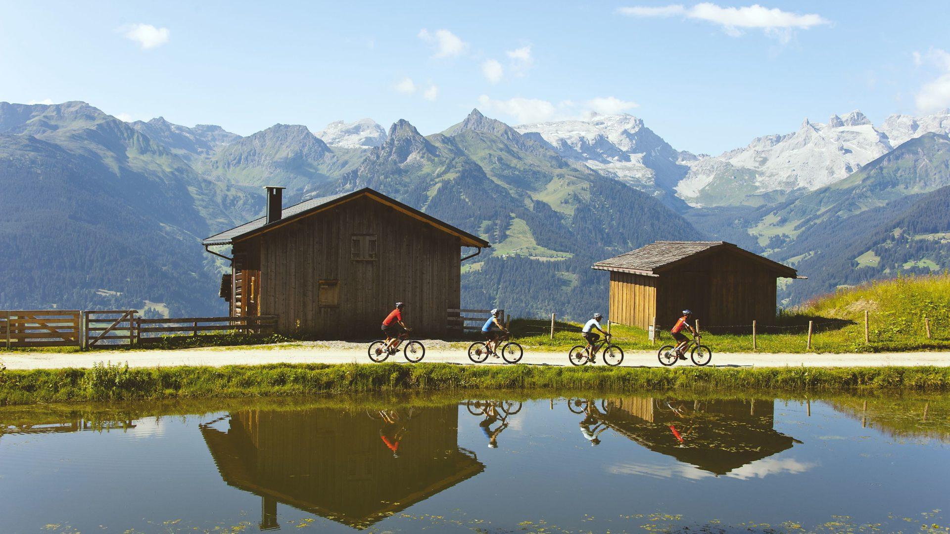 E-Bike im Montafon (c) Udo Bernhart, Österreich Werbung / Vorarlberg Tourismus