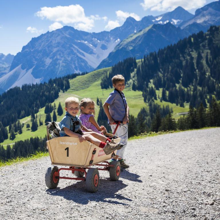Familienwanderung am Natursprüngeweg © Bernhard Huber/Alpenregion Bludenz Tourismus GmbH