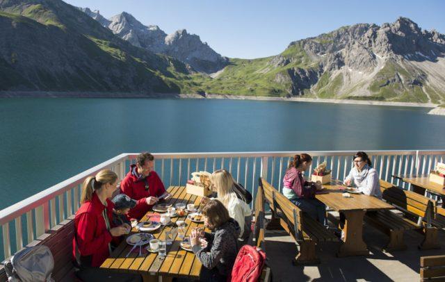 Bergfrühstück am Lünersee, Douglasshütte (c) Illwerke Tourismus