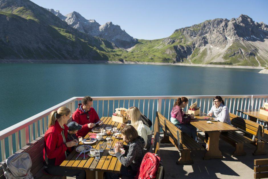 Bergfrühstück am Lünersee, Douglasshütte, Bergerlebnis, Naturerlebnis (c) Illwerke Tourismus