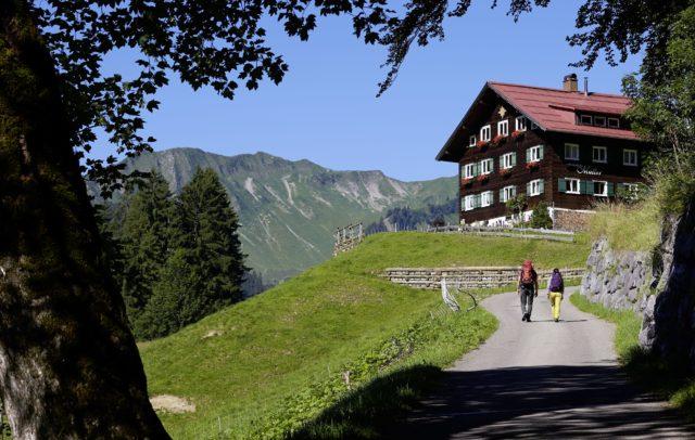 Min Weag-Etappe 9, Wandern im Kleinwalsertal, Themenwandern Kultur, Walserweg (c) Peter Mathis / Vorarlberg Tourismus