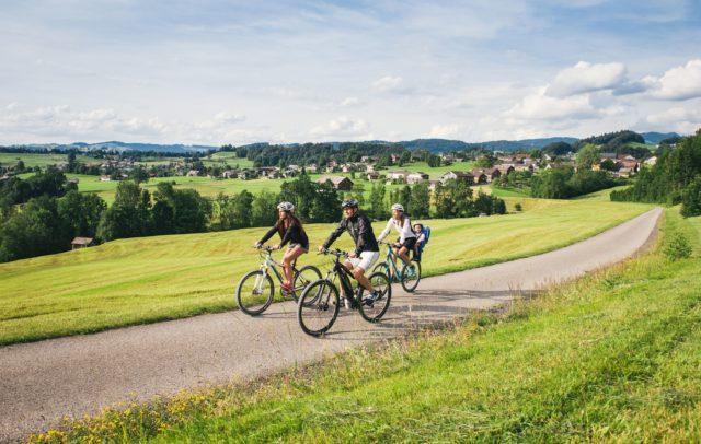 Radfahren, Achtalweg, Bregenzerwald (c) Benjamin Schlachter / Bregenzerwald Tourismus GmbH