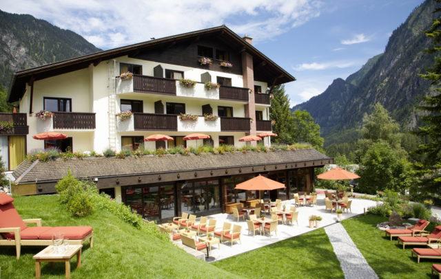 Familienhotel Lagant Brandnertal, Außenansicht Sommer © Schwärzler Hotel Managment