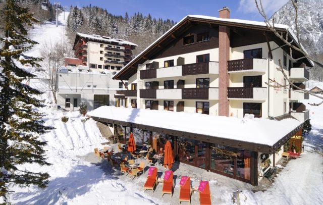 Familienhotel Lagant Brandnertal, Außenansicht Winter © Schwärzler Hotel Managment