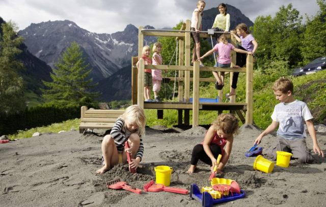 Familienhotel Lagant Brandnertal, Kinderspielplatz © Schwärzler Hotel Managment