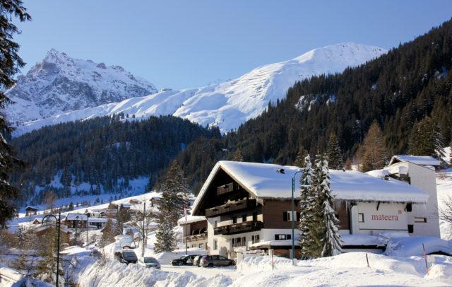 Familienhotel Mateera Montafon, Außenansicht Winter © Schwärzler Hotel Management