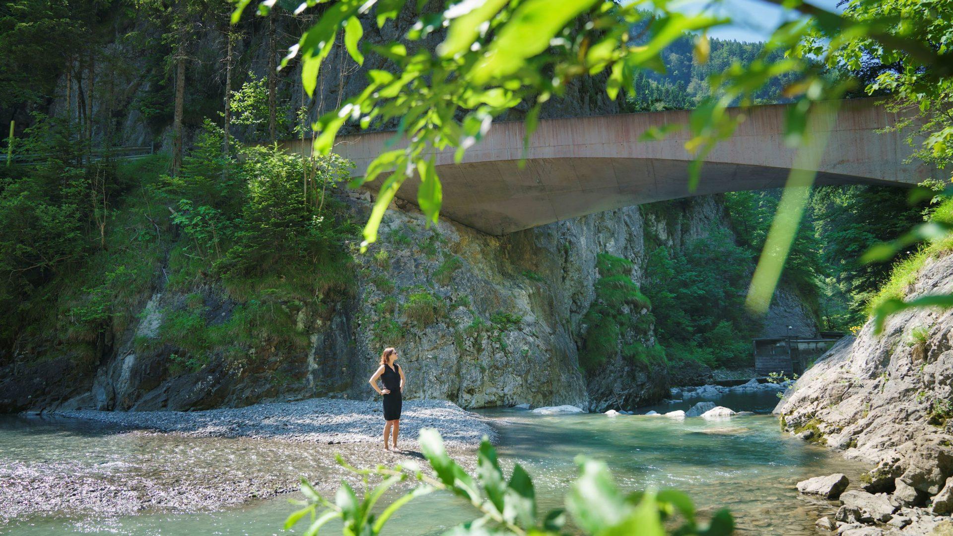 Verena Konrad, Schanerloch Brücke, Ebnit, Dornbirn (c) Dietmar Denger / Vorarlberg Tourismus