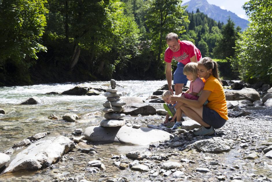 Burmiweg Familie © Oliver Farys; Kleinwalsertal Tourismus eGen