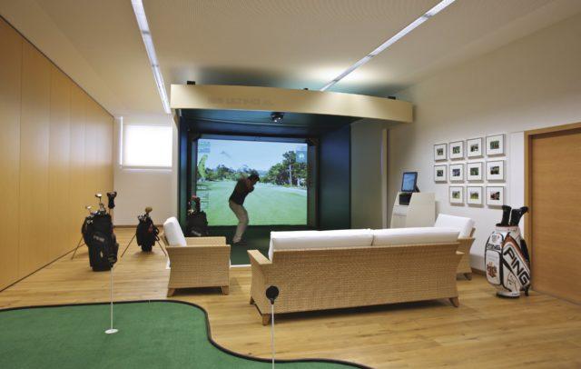 Golfhotel Burg Vital Ressort Indoorgolf (c)Burg Vital Ressort