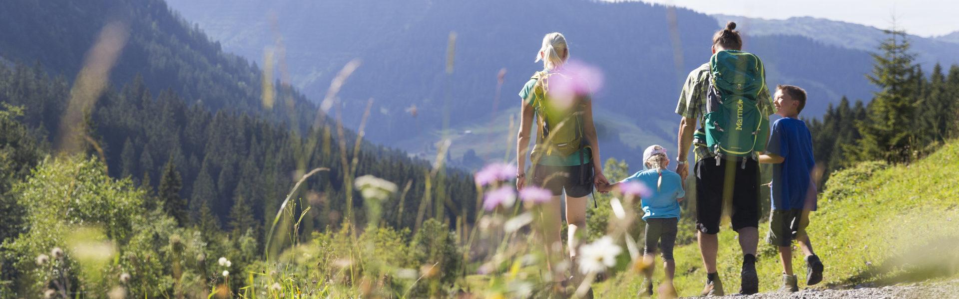 Wandern Familie Alpleben Fluchtalpe @Oliver Farys (50) © Oliver Farys / Kleinwalsertal Tourismus eGen | Fotograf: Oliver Farys