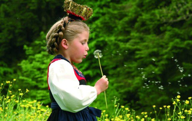 Mädchen in Bregenzerwälder Tracht © Ludwig Berchtold / Vorarlberg Tourismus