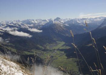 Blick vom Gipfel der Kanisfluh über Au und Schoppernau © Peter Freiberger / Vorarlberg Tourismus