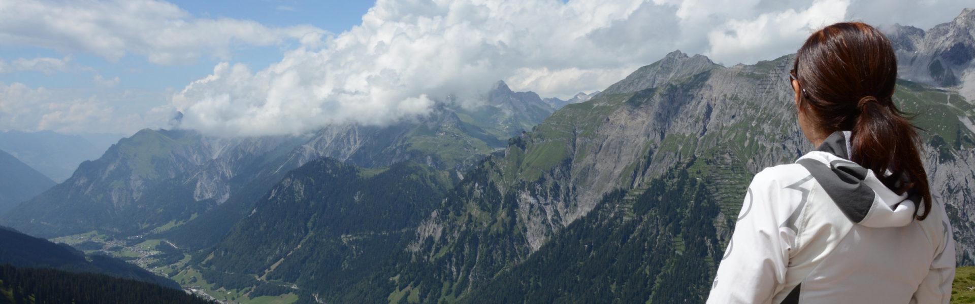 Tiefblick von der Kaltenberghütte ins Klostertal. © Peter Freiberger / Vorarlberg Tourismus