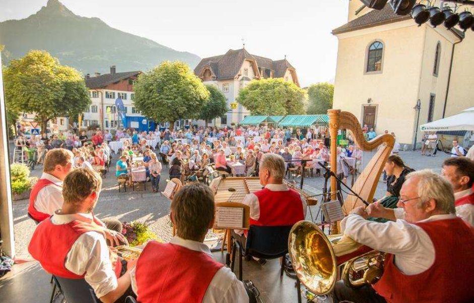 Montafonzer Resonanzen, Musikfestival, Orgel, Volksmusik Kirchplatz Schruns (c) Montafoner-Resonanzen-Vorarlberg.jpg