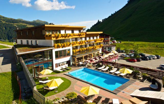 Top Family Familienhotel Alpenresort Walsertal, Aißenansicht Sommer © Alpenresort Walsertal