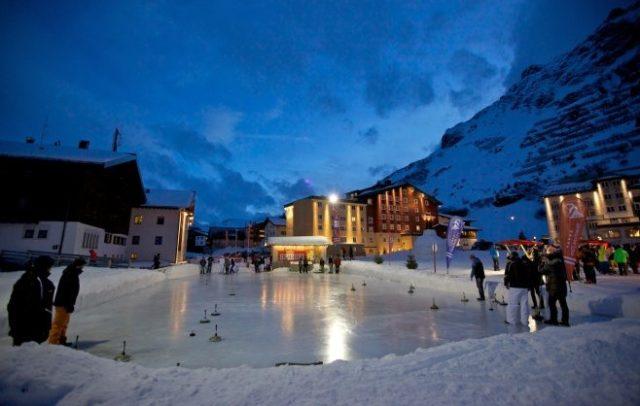 Eislaufplatz Alpenrose Zürs am Arlberg, Wintertipps (c) Lech Zürs am Arlberg