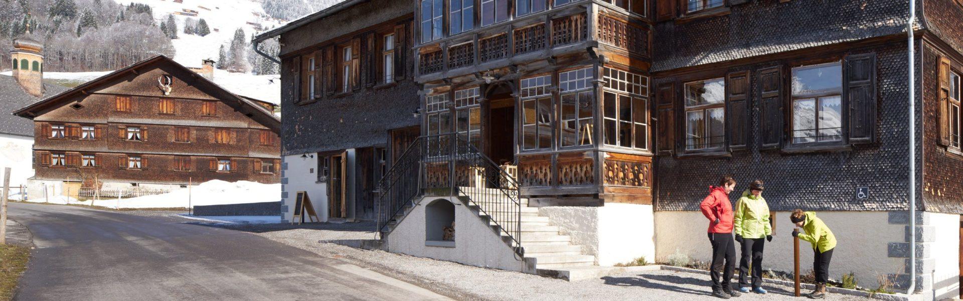 Umgang Bregenzerwald - Gasthaus und Brennerei Löwen, Au (c) Adolf Bereuter / Bregenzerwald Tourismus