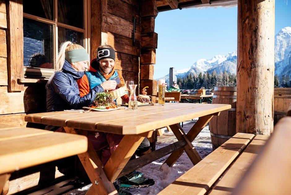 Winterliche Pause mit Köstlichkeiten im Brandnertal (c) Alex Kaiser-Alpenregin Bludenz Tourismus