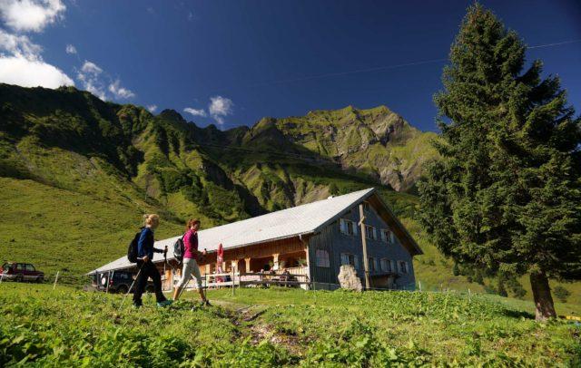 Kulinarisch Wandern in Schröcken (c) Ludwig Berchtold - Bregenzerwald Tourismus