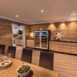 Hotel-Alpenfeuer-Montafon-Bar-Eingang-Speisesaal-W