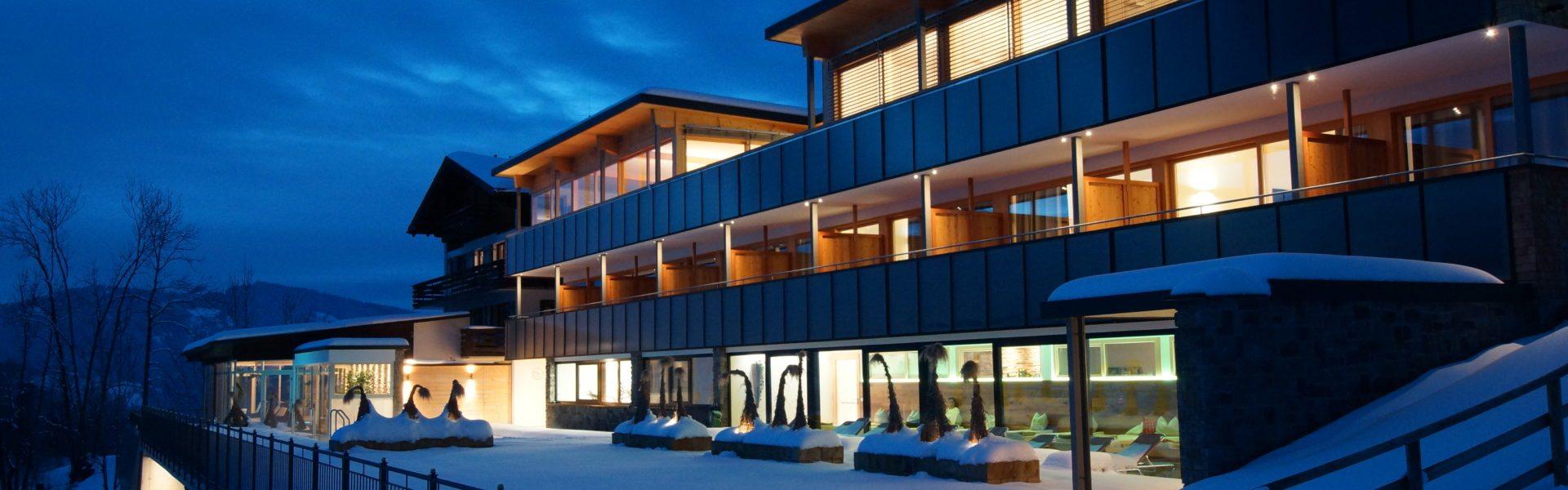 Wellnesshotel St. Hubertus Grossdorf Winter (c) Hotel St. Hubertus