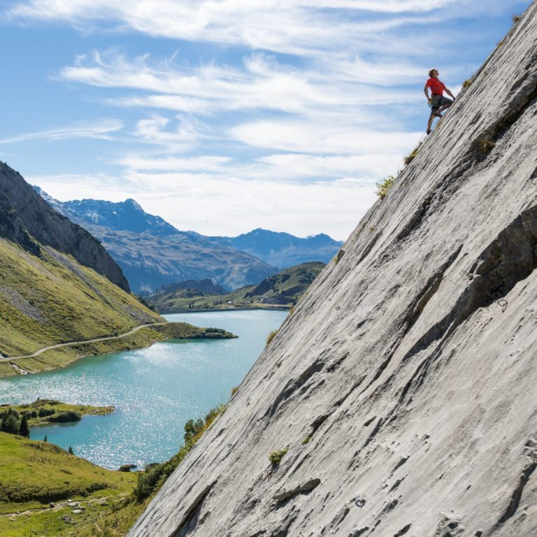 Klettern an den Spullerplatten (c) Hanno Mackowitz / Lech Zürs Tourismus